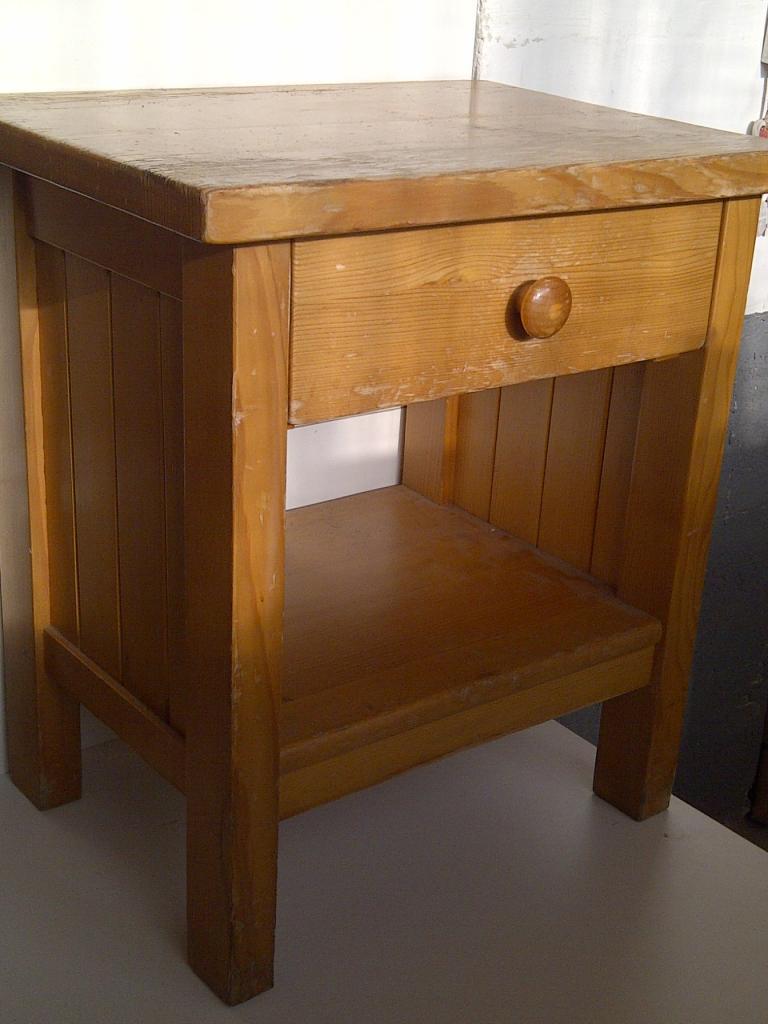 petit chevet avant. Black Bedroom Furniture Sets. Home Design Ideas